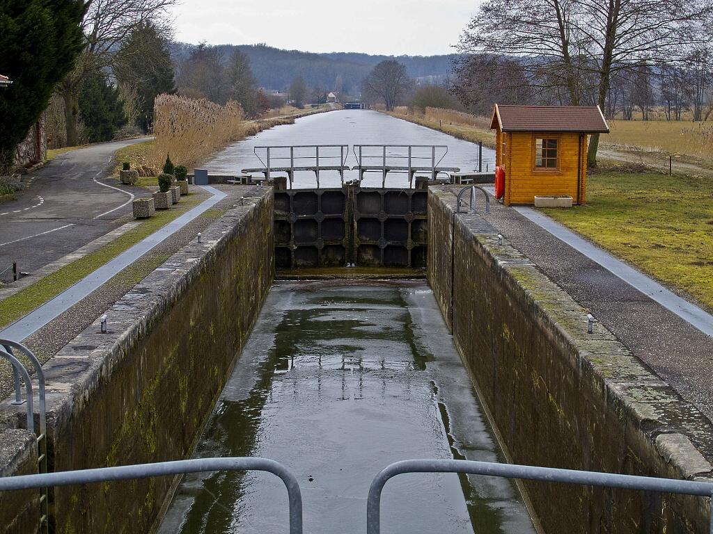 Kanál Rýn-Rhona zamrznul v únoru 2012 - Horydoly.cz