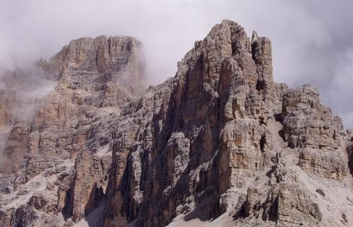 Tři turisté zahynuli v Dolomitech pod přívalem bahna