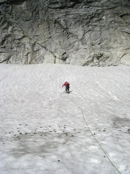 Vysoké Tatry, Ľadový štít, jihovýchodní stěna. Nástup sněhem ke Grószově cestě a Brnčalovu pilíři.