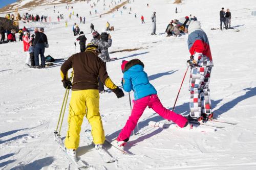 Zimní dovolená na lyžích.