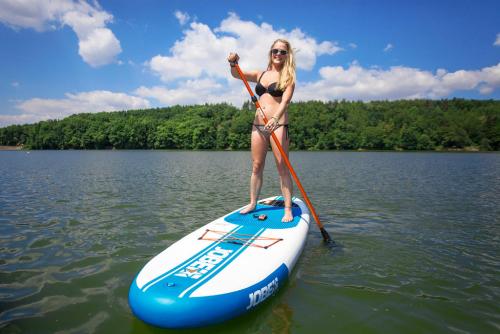 Paddleboard na Hostivařské přehradě.