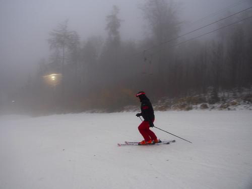 Večerní lyžování na Monínci.